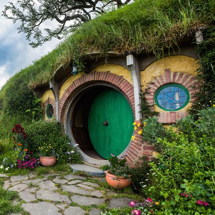 Hobbiton green round door